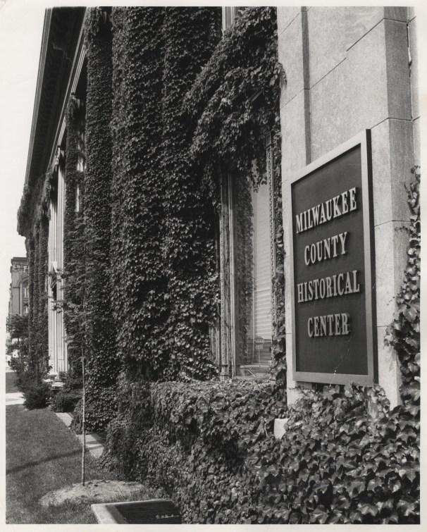 Milwaukee County Historical Center plaque.