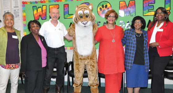 Milwaukee North Sunrise Rotary Club welcomes MPS students back to school