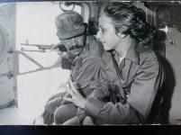 Gabriela Selser en un helicóptero, durante un viaje sobre las montañas de Nicaragua.