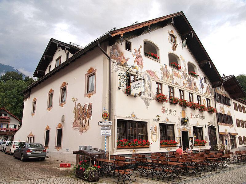Garmisch-Partenkirchen_-_Ludwigstraße_24