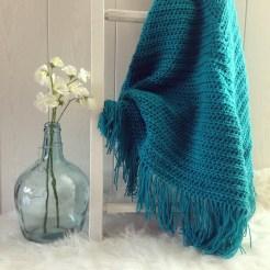 MM004 - Gehaakte omslag doek. Kleur: turquoise.