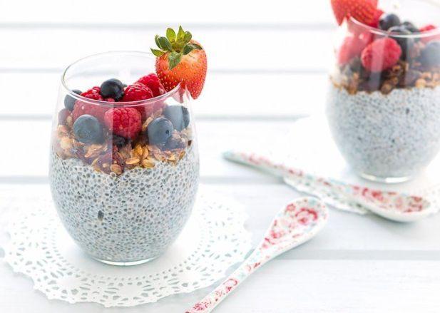 pudin_de_chia_y_coco_con_granola_y_frutas-1_t750x550