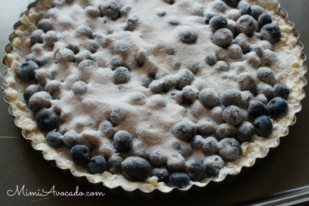 blueberry tart with sugar