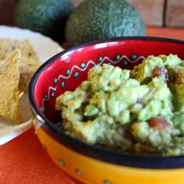 guacamole-with-chips