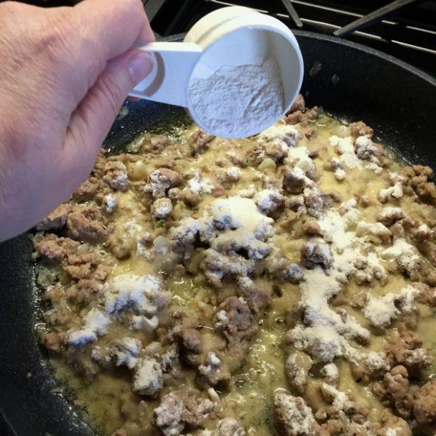 adding flour to gravy for fingerling potato pie