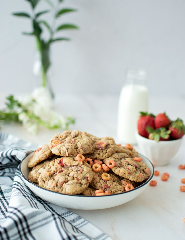Easy and fun Breafkast in Bed Cookies, the best Mother's Day cookie recipe! This easy cookie recipe takes classic breakfast - a bowl of cereal with fruit, and turns it into a delicious cookie that Mom will love! Flexible recipe where you can use different cereal of your choice!