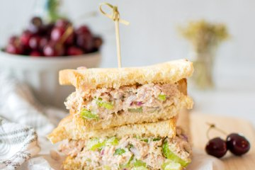 The Best Chicken Salad Sandwiches, easy chicken salad sandwich recipe. Healthy and delicious simple chicken salad recipe. Make the best Chicken Salad Sandwiches with your own homemade chicken salad recipe. This healthy lunch recipe is made with organic ingredients and this homemade chicken salad is delicious! #chickensalad #chickensaladsandwich #homemadechickensalad #homemadelunch #lunch #sandwiches #chickensandwich