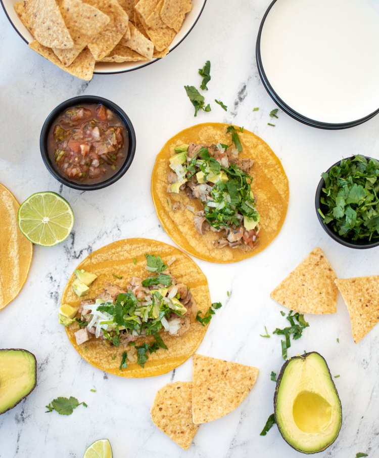 The best Garlic Lime Chicken Taco recipe, easy and delicious tacos! This easy street taco recipe is naturally gluten free, it has tangy lime chicken topped with onions, salsa, cilantro, and sour cream. Easy and quick chicken taco recipe that the whole family will love. Authentic Garlic Lime Chicken Taco recipe. #organicrecipe #organictacos #chickentacos #streettacos #garliclime #limetacos #streettacos