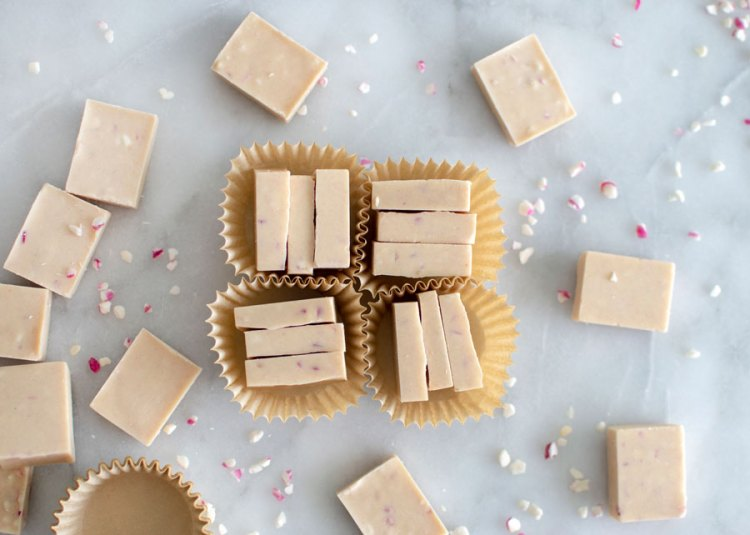 Easy, homemade, diy Valentine's Day candy recipe, pink candy recipe, pink candy, pink valentine's day candy recipe, peppermint ice, peppermint candy, christmas candy, holiday candy, white chocolate, no artificial colors #candy #organiccandy #organic #valentinesday #valentinesdaycandy #peppermint #peppermintcandy #whitechocolate