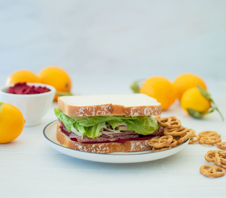 Healthy and simple Salami Sandwich recipe using hummus. Fresh veggies, hummus, and salami make for a healthy and hearty lunch. This salami sandwich idea is one you'll wan to make over and over again. #salamisandwich #salami #hummussandwich #healthysandwich #healthylunch #lunchrecipe #lunchrecipes