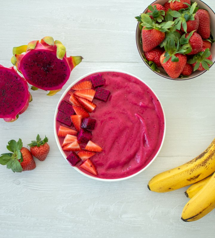 Easy and healthy Strawberry Dragon Fruit Smoothie Bowl recipe. This vibrant smoothie bowl can breakfast, snack, or lunch. Get this simple and healthy recipe for a delicious smoothie bowl that the whole family will love! #organic #smoothiebowl #dragonfruit #strawberryseason #healthybreakfast #healthybrunch #healthylunch #breakfastrecipe #smoothierecipe