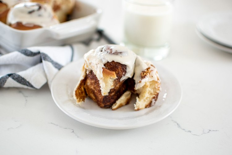 Easy and simple homemade Cinnamon Roll recipe for light, fluffy, and pillowy cinnamon rolls. Delicious cinnamon roll recipe for high altitude too! These amazing cinnamon rolls can be baked no matter where you live. The perfect brunch recipe for the best cinnamon rolls you'll ever have. #cinnamonrolls #highaltitudebaking #highaltitudebaking #cinnamonrollrecipe #organicbaking #organickitchen #organicrecipe #organicingredients