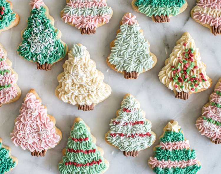 Easy Christmas Tree Sugar Cookie recipe. No artificial colors decorated cookies. Easy christmas decorating cookies without artificial colors. Easy christmas tree cookie recipe. High altitude christmas cookie recipe. How to make christmas tree cookies. The best christmas tree cookies. Colorful christmas tree cookie recipe.