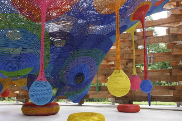 50afd423b3fc4b0cad0000d0_meet-the-artist-behind-those-amazing-hand-knitted-playgrounds-_mk090730_0987-1000x666