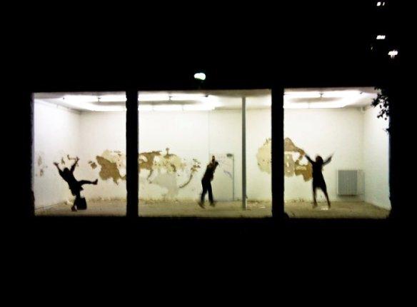 mimi_berlin_jumping_in_berlin