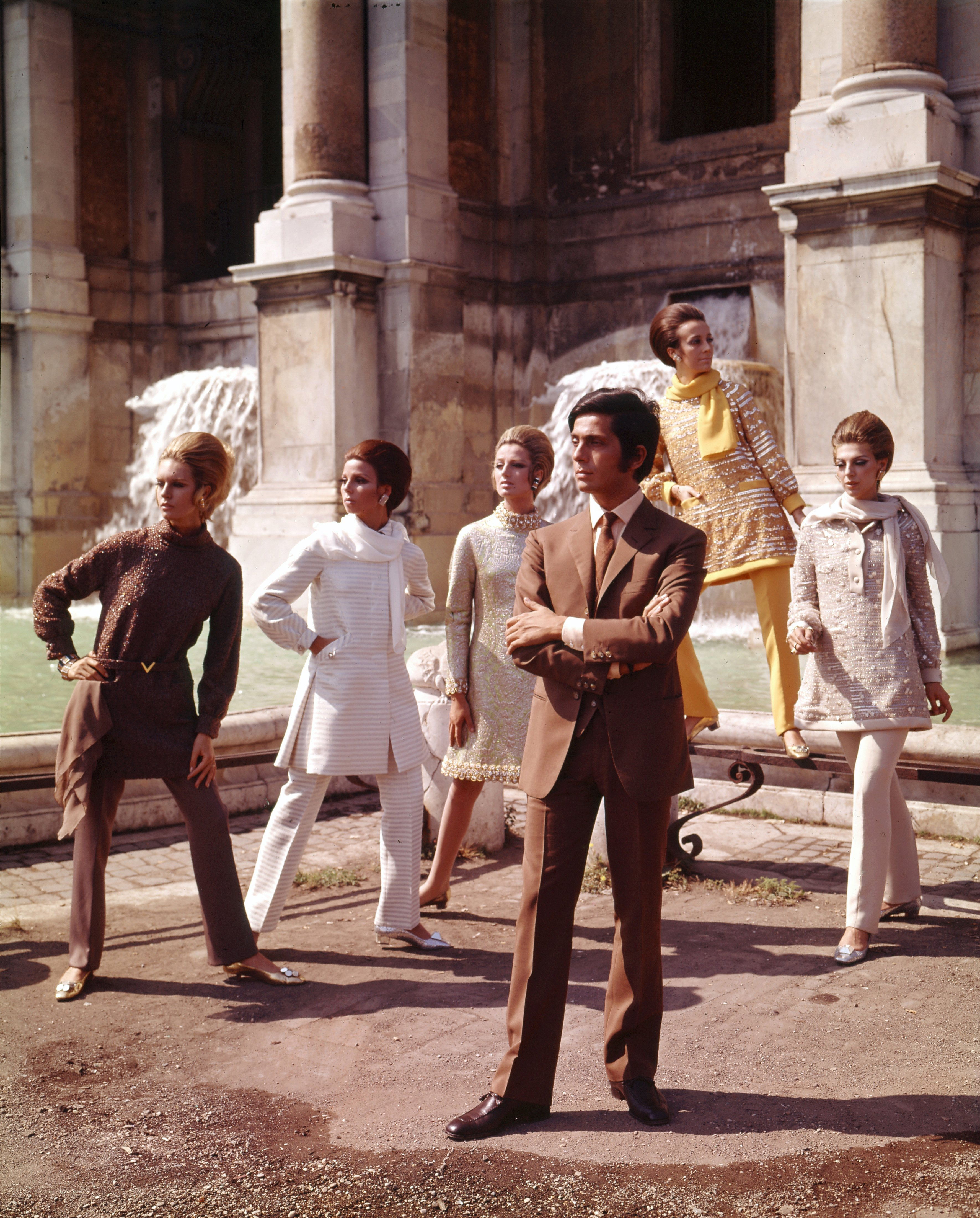 Valentino posing with models nearby Trevi Fountain. Rome, Artist: Date: July 1967 (Courtesy of The Art Archive / Mondadori Portfolio / Marisa Rastellini)