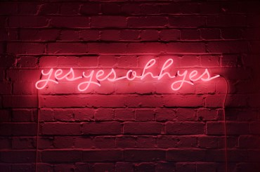 KAREN AY | yesyesohhyes Neon installation (2010) Neon, transformer, cables; 100 x 14cm Image courtesy of Paul Tucker Photography