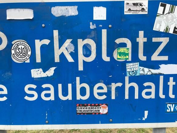 sauberhalten parkplatz blue sign
