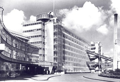 Van Nelle factory in ca 1930 (photo: E.M. van Ojen) image via archined