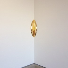 'In-between' 2015, #anishkapoor #gold #sculpture #art on ig-@aliaslech (at Lisson Gallery)