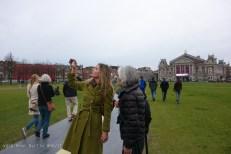 bezoek aan het virtuele poezie museum tijdens de opening