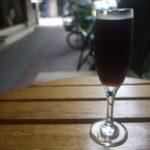 民生區「馬札羅咖啡烘培館 民生店」木の下のテーブルはリスと相席可