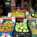 台湾全域ステイホームの週末、通常営業の青空市場で瑞々しい活気を浴びる(Vlogあり)