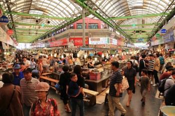 【韓國首爾】廣藏市場必吃美食&交通攻略!綠豆煎餅、生章魚、麻藥紫菜飯捲超人氣