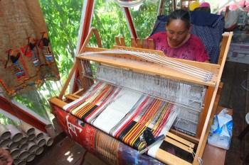 【台東景點】阿布斯布農傳統服飾工作室:體驗原住民小型織布DIY,閱讀布農織布文化