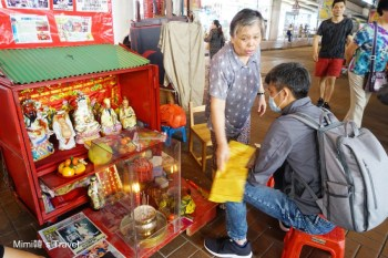 【香港銅鑼灣】鵝頸橋下體驗「打小人」:拖鞋伺候、小人退散!看阿婆磅磅磅磅怒打小人超解氣