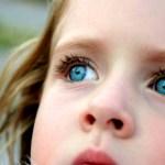 【黄色や緑色の目やには注意!】子供の目やにの2つの原因と取り方
