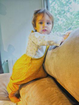 La baby con su peto Sarouel