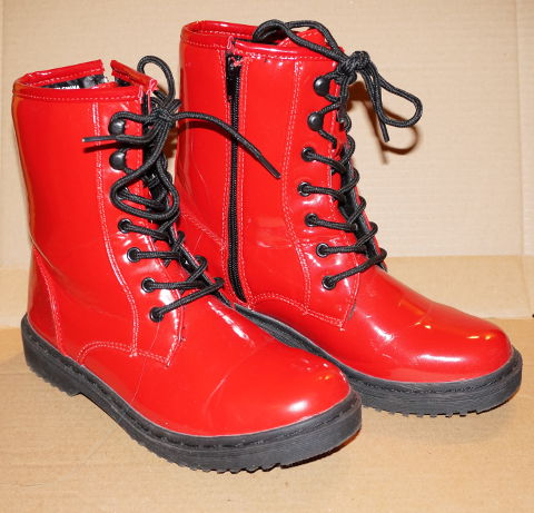 New Yorker red boots