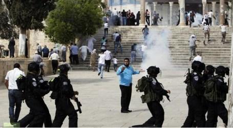 ISRAEL SERANG JAMAAH SHALAT DI AL AQSHA