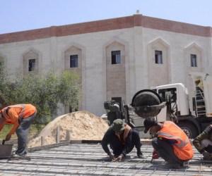 Relawan RSI tetap bekerja di tengah terik matahari di Gaza Palestina, Senin, (7/7) (Photo :MINA)