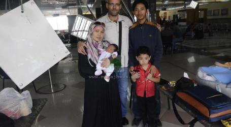 RINA WATI DAN KELUARGA BELUM BISA KELUAR GAZA