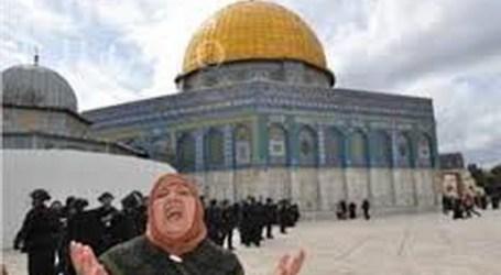 POLISI ISRAEL TAHAN LIMA MUSLIMAH SETELAH SHALAT DI AL-AQSHA