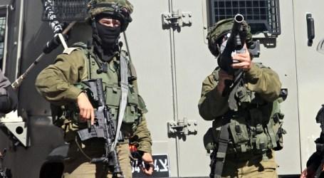TENTARA ISRAEL RAMPOK UANG WARGA PALESTINA