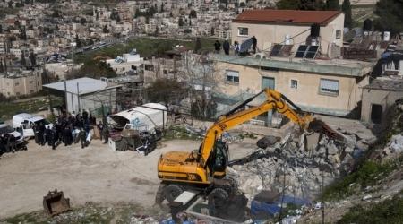 TENTARA ISRAEL ROBOHKAN 20 TOKO DI AL-QUDS