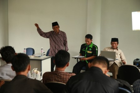 Ustadz Ahmad Hasan, Amir Majelis Dakwah Jama'ah Muslimin (Hizbullah) Lampung saat memberikan tausiyah dihadapan anggota FKMH. Photo By : Hadis/MINA