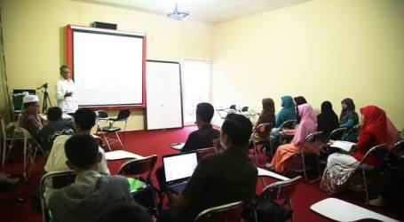 MAJALAH ASH-SHOLIHAH LAMPUNG ADAKAN DIKLAT JURNALISTIK ISLAM