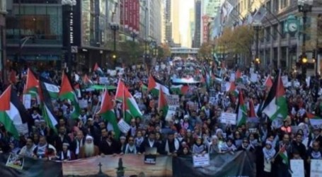 SEBANYAK 15.000 DEMONSTRAN CHICAGO KECAM AGRESI ISRAEL