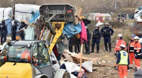 Prancis Ratakan Kamp Pengungsi dengan Buldoser