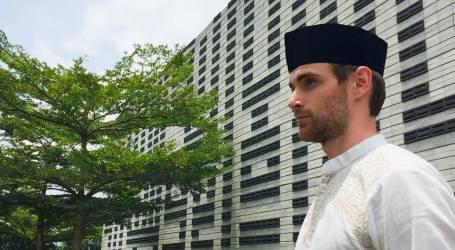 Dengan Traveling, Pria Belanda Ini Temukan Islam di Indonesia