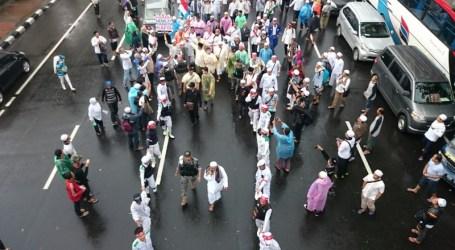 Jamaah Aksi 112 Kehabisan Air Wudhu, Hujan pun Turun