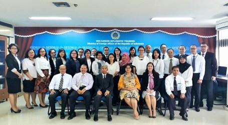 Wamenlu RI:  Semangat Bekerja Diplomat Indonesia Bagian Solusi di Era Globalisasi