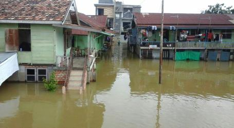 Ratusan Rumah Warga Kota Jambi Terisolir Akibat Banjir
