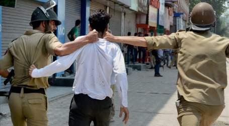 Polisi India Bunuh Tiga Orang dan Lukai 20 Warga di Kashmir