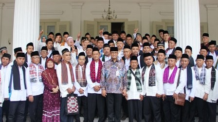 Gubernur Anies Lepas 147 Marbut Ibadah Umrah