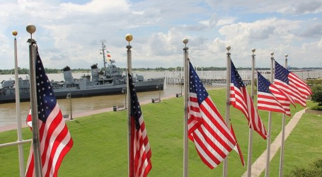 Angkatan Laut AS Akan Bangun Pusat Penahanan Migran